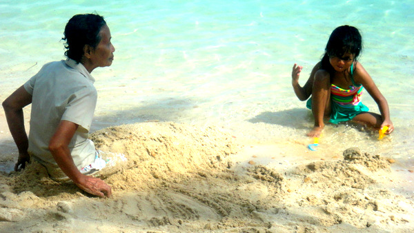 Lola and JalAmiel on the beach in Raymen
