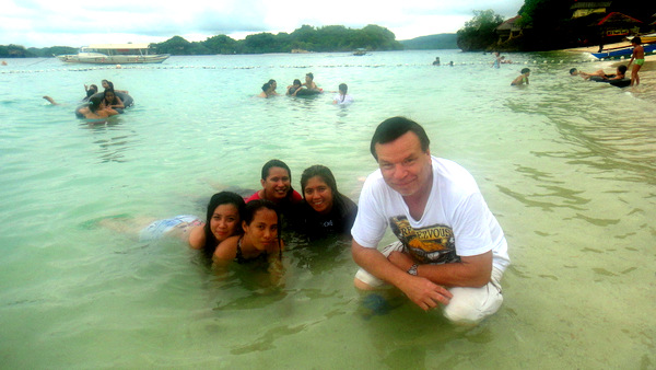 The Kano with friends from SPI Global at Raymen Beach