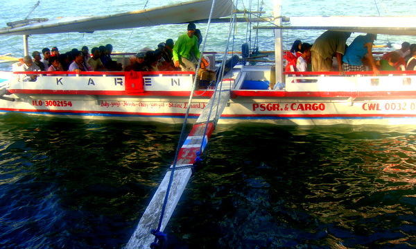 Narrow plank to the Buenavist boat