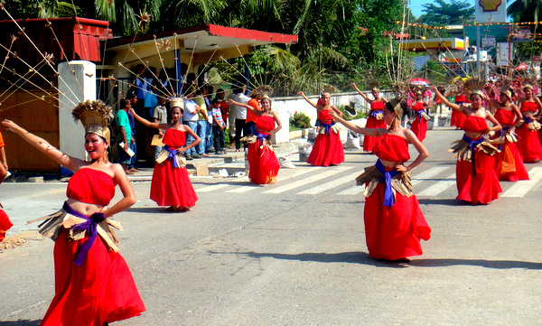 Pretty pinays on parade at the Manggahan Festival