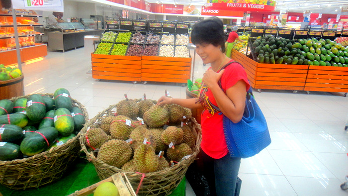 my asawa checking out the durian at the metro in the district