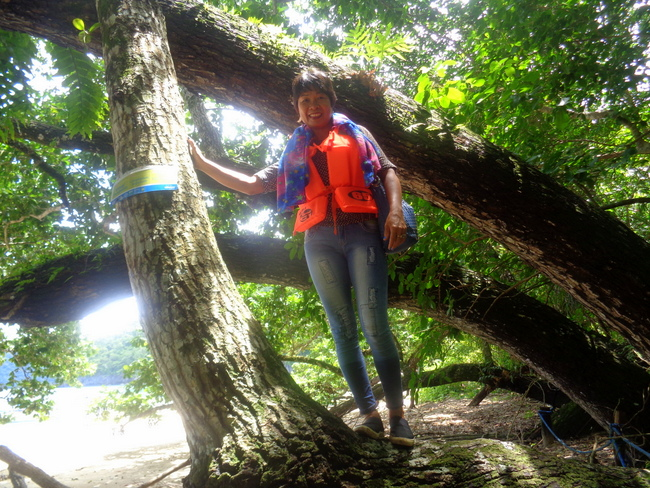 up-in-a-tree-my-lovely-asawa-puerto-princesa-underground-river