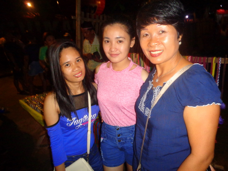 our pretty nieces from Guimaras and my lovely asawa - Sandwich Rocks Manggahan 2018