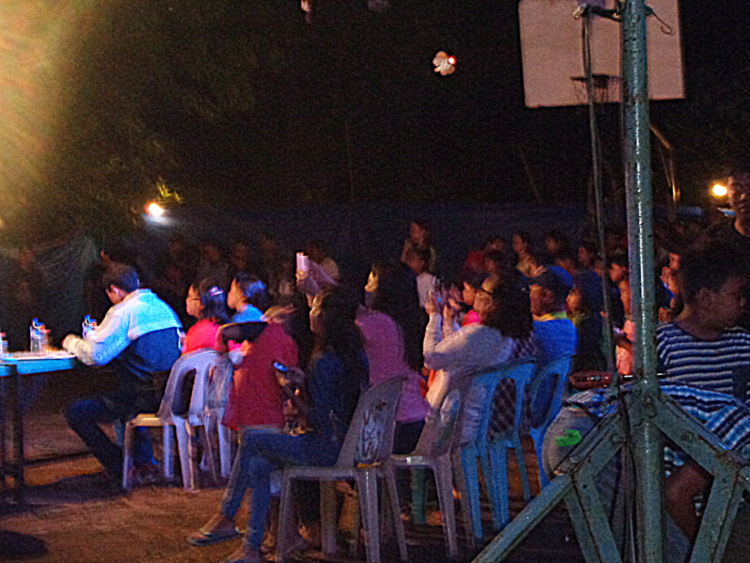the crowd - Pretty Pinays Populate Philippines Pageant