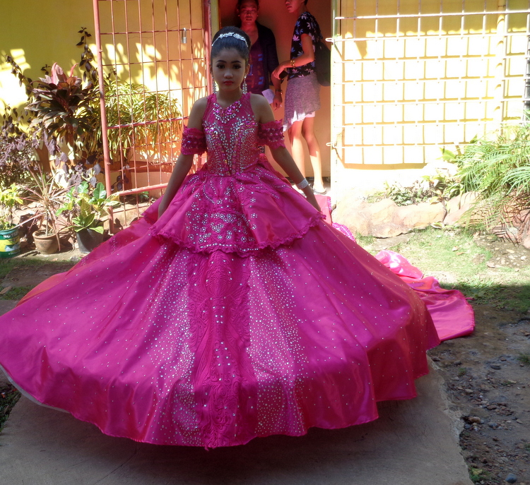 JalAmiel making her entrance as Ms United Nations Guimaras - Guimaras Central School Mr & Ms United Nations