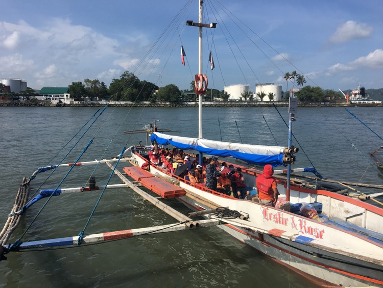 "banca boat approaching parola iloilo - ""Hey, Pink Shirt! Put on your Life Jacket!"""