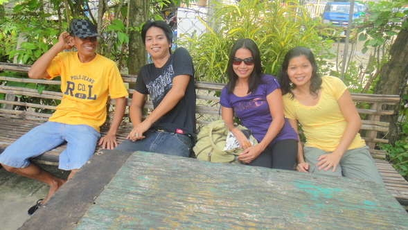 (Photo: Brother-in-law Joery on the far left, Lyn Lyn's nephew, Erin and Lyn Lyn next to Joery with Joery's asawa, Alida, on the far right.)