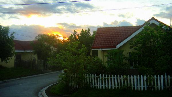 "Life in the ""Burbs"" Outside Iloilo City"