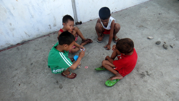 Kids playing in Iloilo