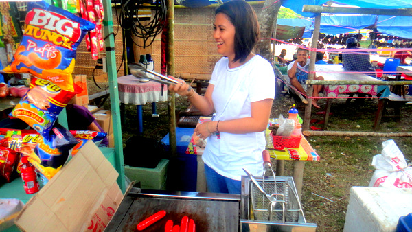 Pretty Pinay at French Fry Stand