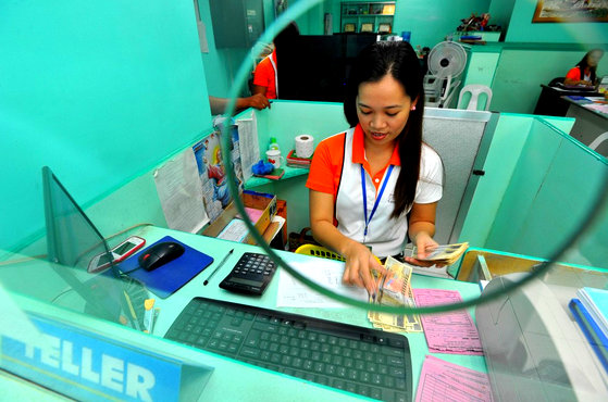 Bank teller in the Philippines