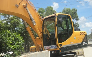 Road Crew in Guimaras, Western Visayas, Making Excellent Progress