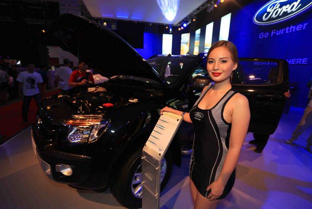 sexy filipina ford car show model