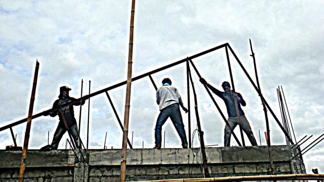 Our crew raises the trusses
