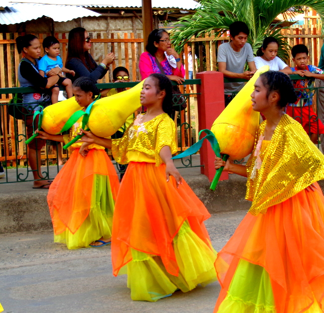 plenty of street dancers at the mango fest