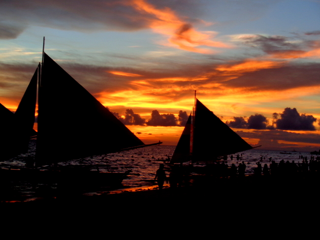 stunning sunset at boracay