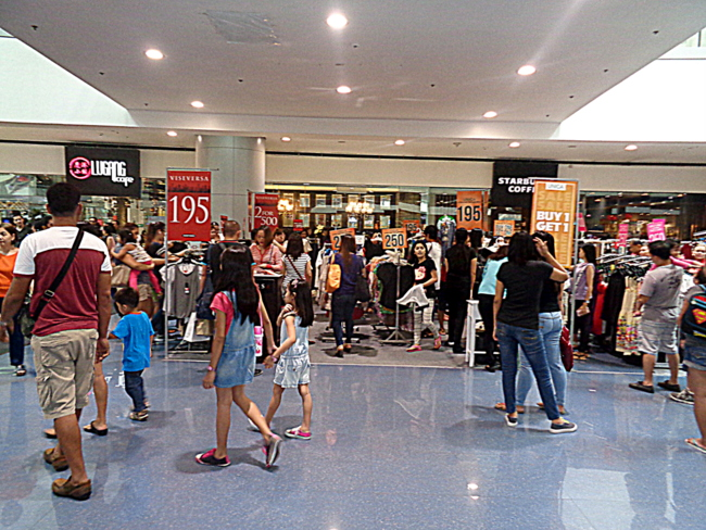 more crowds at manila mall edsa north