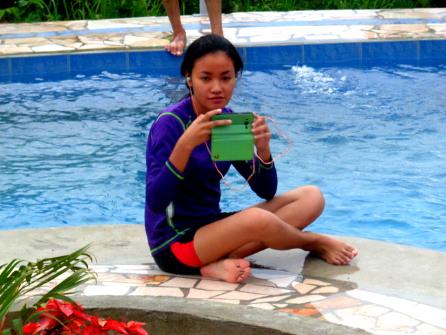 niece denden taking pics in the new pool