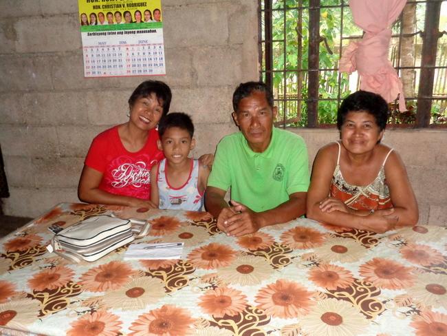 my-lovely-asawa-with-relatives-taytay