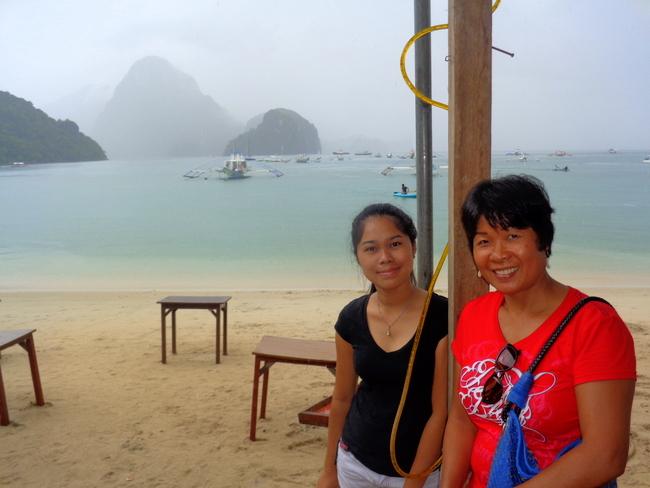 on-the-beach-two-filipina-lovelies-at-el-nido