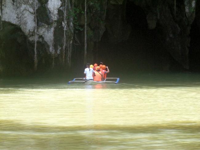 entrance-underground-river-palawan