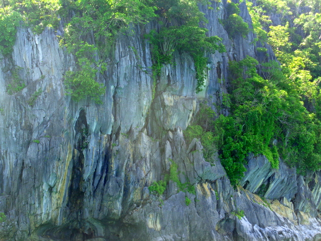 spectacular-views-nearing-underground-river-palawan