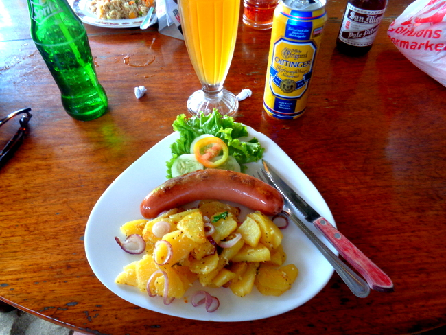 tasty-bratwurst-fried-potatoes-marbers-el-nido-palawan