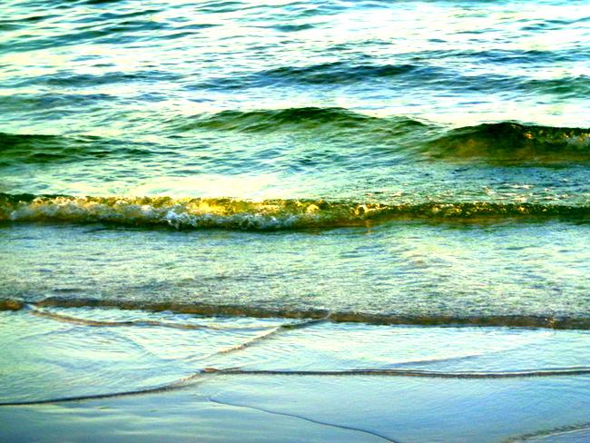 green algae in waters of Boracay White Beach