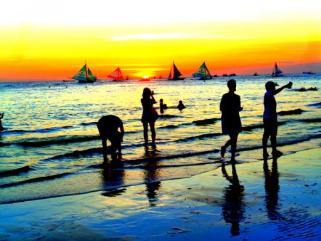 """26 TOURISTS FOR BORACAY'S REOPENING DAY"""