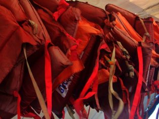 "life jackets pumpboat guimaras to iloilo e1565312176226 - ""Hey, Pink Shirt! Put on your Life Jacket!"""