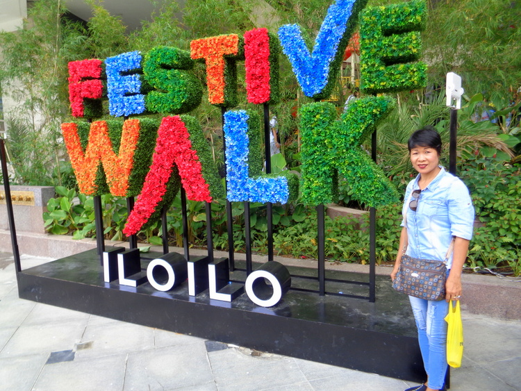 Expat's Extended Festive Walk Mall Review